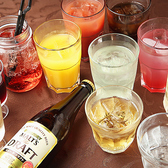 飲み放題の種類は65種類以上!女性に嬉しいカクテルも充実しております。フリードリンク時のお飲み物は各フロアのバーカウンターよりご利用頂けます。