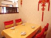 【テーブル席】2~4名のテーブル席は会社帰りのお食事に♪ランチ時も人気のお席です。