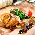 料理メニュー写真山ウズラのロースト こくのあるジュのソース グリオットのマルムラードと春野菜添え