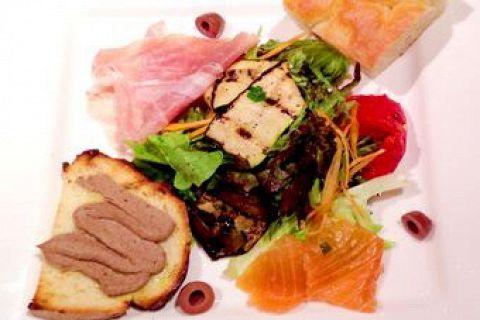 パスタ&ドルチェランチコースは選べるパスタ、選べるドルチェとなっております。本場シェフの自慢のお料理を是非ご堪能ください。女子会やママ会などの集まりにもオススメです♪