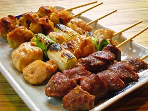 刈谷駅から1分。「名古屋コーチン」と「錦爽鶏」が食べ比べできる本格炭火焼屋。