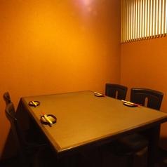 半個室のテーブル席も有♪人目を気にせず愉しめます!