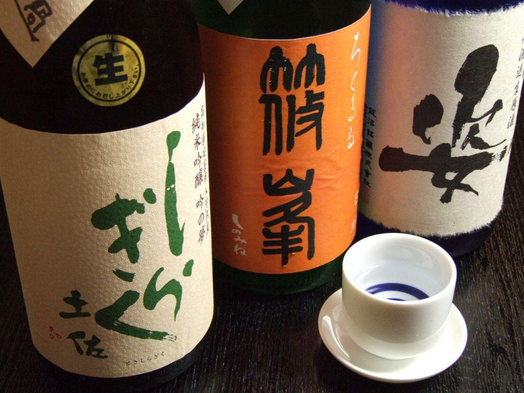 マスター自身が、産地に足を運んで出会った日本酒・焼酎あわせて100種類以上取り揃え!