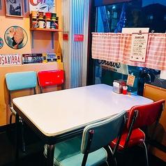 【4名テーブル1卓、2名テーブル3卓ございます】お写真は4名テーブルです♪