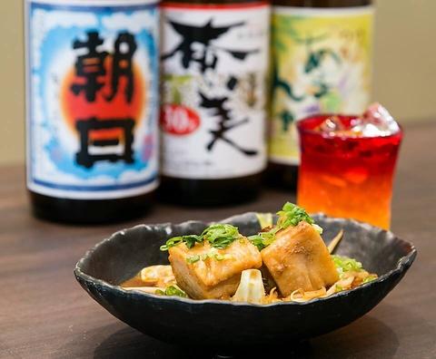 奄美出身のお母ちゃんの本格郷土料理に加え息子の創作料理も!黒糖焼酎は約70種類!