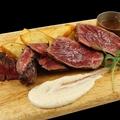料理メニュー写真【豪快200g人気メニュー】牛ハラミのグリル マスタードグレイヴィソース