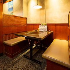 靴を脱ぐのはちょっと。。。というお客様にテーブル席もご用意!少人数のワイワイ飲みにも最適です♪