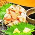 人気メニュー!宮崎産綾地鶏のタタキ。