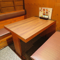 広々としたテーブル席はゆっくりお食事をお楽しみいただけます。
