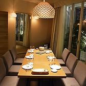 【9階18名様個室】洗練されたルーム内は、シックで落ち着いた寛ぎの空間。