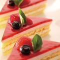 料理メニュー写真レアストロベリーケーキ