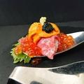 料理メニュー写真雲肉こぼれ寿司  2スプーン