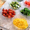 フレッシュ野菜のサラダバー!選べるドレッシングでさらに美味しくお召し上がり下さい♪