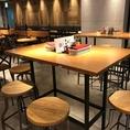 テーブル席を中心に気軽に立ち寄れるバル形式のテーブル席となっております。