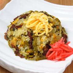 料理メニュー写真肉高菜ピラフ