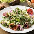 料理メニュー写真季節野菜のシーザーサラダ