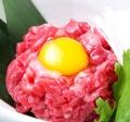 料理メニュー写真和牛ユッケ【中央区認可済】
