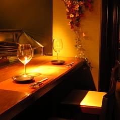 食材や調理風景を見ながらお食事をお愉しみください。全10席(6席禁煙、4席喫煙可)