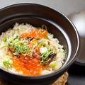 料理メニュー写真ノルウェー産 鮭ハラスといくらの土鍋御飯