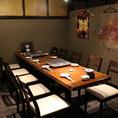 半個室のテーブル席。6名~12名様まで座れます