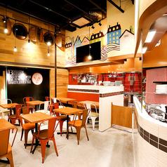 天井の高い開放感あふれる店内は、会社の宴会や打ち上げにもぴったり!