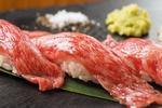 仙台牛炙り寿司をはじめ、カルビ、ハラミ、桜肉、地鶏、トントロなど肉寿司が大好評。