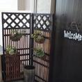 入口でお客様をお出迎えする観葉植物☆