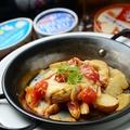 料理メニュー写真ポテトとトマトのオーブンチーズ焼