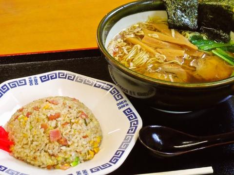 店長こだわりの魚介スープ(醤油・塩)は、透き通っていて深い味わい!