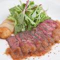 料理メニュー写真特選 牛ミスジのステーキ ~おろし玉葱とリンゴのソース~