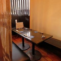 【半個室のテーブル席】プライベート感を重視するお客様におすすめのお席です。人気のお席になりますので、ご予約をおすすめ致します!