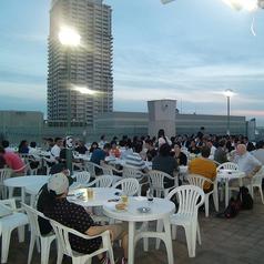 大人数でも集まりやすいうれしい駅近好立地◎緑に囲まれた居心地のいいビアガーデンで、ビールと中華料理で貸切宴会をお楽しみください!