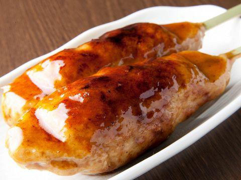つくねは豚と鶏の2種類!タレは各7種揃えており、定番のタレから焼きチーズまでご用意