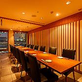 テーブルタイプの完全個室です。13~16名様用の個室です。1列でのご用意となり大変人気の個室でございます。