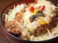 料理メニュー写真サービスチーズカツ丼