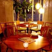 【2階/テーブル】雰囲気ある2階席はソファ席が人気ですが、、テーブル席だっていいんですっ!観葉植物や間接照明がお洒落な空間を演出してます★