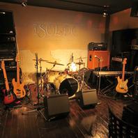 バンドセットをはじめ、楽器や音響など演奏設備を完備◎