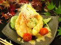 料理メニュー写真エビとアボカドのチリマヨネーズ