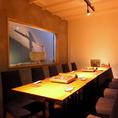 【1F】テーブル席(宴会セッティング)。最大12名の個室宴会としても使えます。