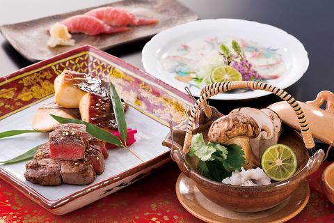 和食ダイニングと会席料理の個室、鉄板焼、天婦羅、寿司の各専門エリアがございます