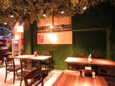 ◆テーブル9席で18名様分ございます。自然をテーマにしたオシャレな内装で