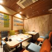 カフェのようなおしゃれな個室。 2名~20名様まで対応可能です。少人数の宴会から団体様の宴会まで対応可能なお席は人気がありご予約の際はお早めに♪記念日やデートには一番おすすめの個室となっています。ご予約はお早めに!