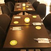 2~18まで対応可能なテーブル席です☆結合型のテーブルなのでレイアウトなどの相談も可能です♪基本型は4名様掛けが5つある仕様ですが、混雑時には2名様掛けになってしまう事もございますので、ご了承くださいませ。