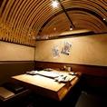 竹をアーチ状にあしらったオシャレなテーブル席!内装にもこだわりがあります!