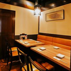 【6~8名様】テーブル個室席。ゆったり広々としたお席となっています。中人数の飲み会でも寛げる席となっております。プライベートな飲み会に◎