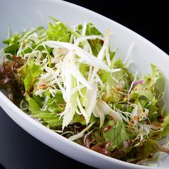 韓国風甘辛チョレギサラダ / 温泉玉子のシーザーサラダ