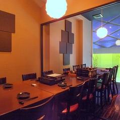 団体12名から14名様までご利用できる完全個室。ゆったりと大人の雰囲気を味わえる空間です。