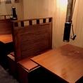 【1階フロア】2016年9月にリニューアルして、4人掛けボックス席になりました。下町風の店内でおつくろぎ下さい。