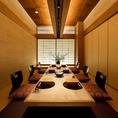 全席完全個室、22室160席(掘りごたつ席、テーブル席、座椅子席)。2名様~最大32名様迄ご利用いただける大小様々なお部屋をご用意。旬の食材にこだわり、贅を尽した80年の伝統の技が光る繊細な和食会席の数々を、きめ細やかな当店のスタッフのおもてなしと共に、数寄屋風の個室空間でごゆっくりお楽しみ下さい。