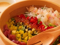 地元の新鮮野菜や鮮魚、肉を使用した料理でおもてなし!
